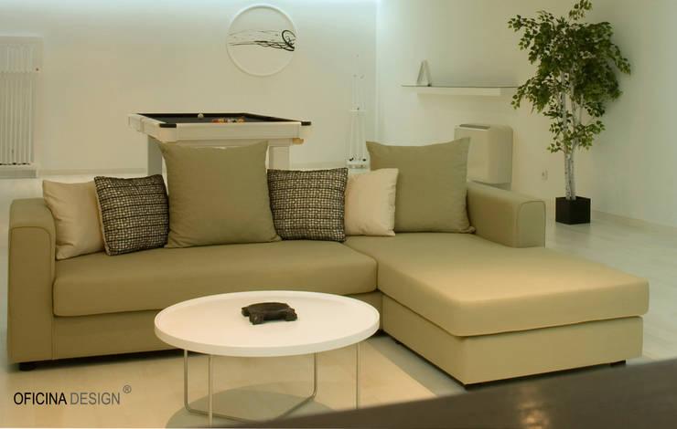 Casa - Freedom: Salas de estar minimalistas por Oficina Design