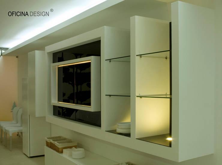 Casa – Freedom: Salas de jantar por Oficina Design