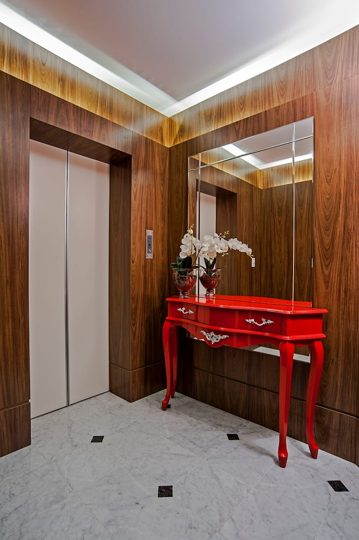 APARTAMENTO MS: Corredores e halls de entrada  por Studio Boscardin.Corsi Arquitetura