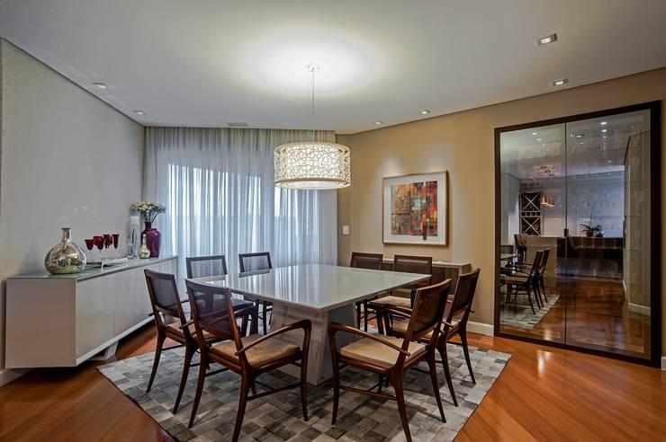 APARTAMENTO MS: Salas de jantar clássicas por Studio Boscardin.Corsi Arquitetura