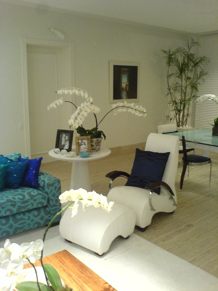 Detalhe mobiliário: Salas de estar  por Luciani e Associados Arquitetura