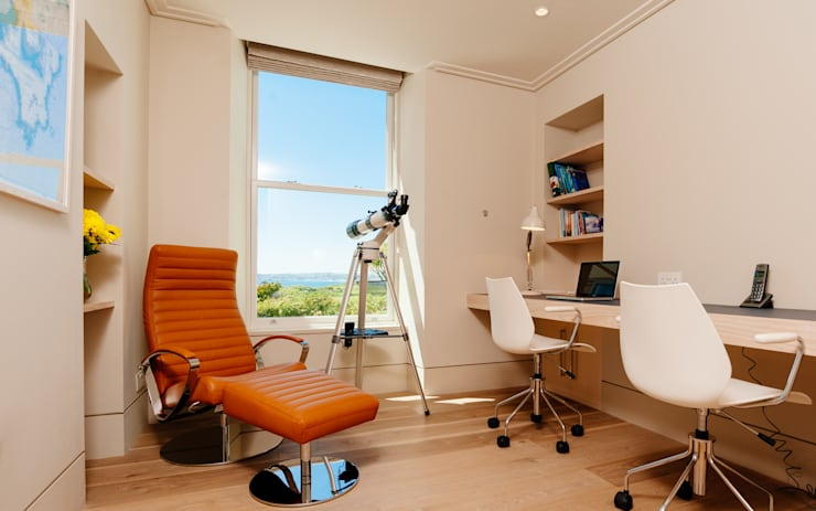 Estudios y oficinas de estilo moderno por Perfect Stays