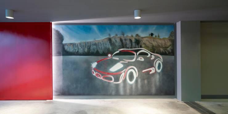 Pimodek Mimari Tasarım - Uygulama – Duvarda Graffiti Çalışması:  tarz Garaj / Hangar, Modern