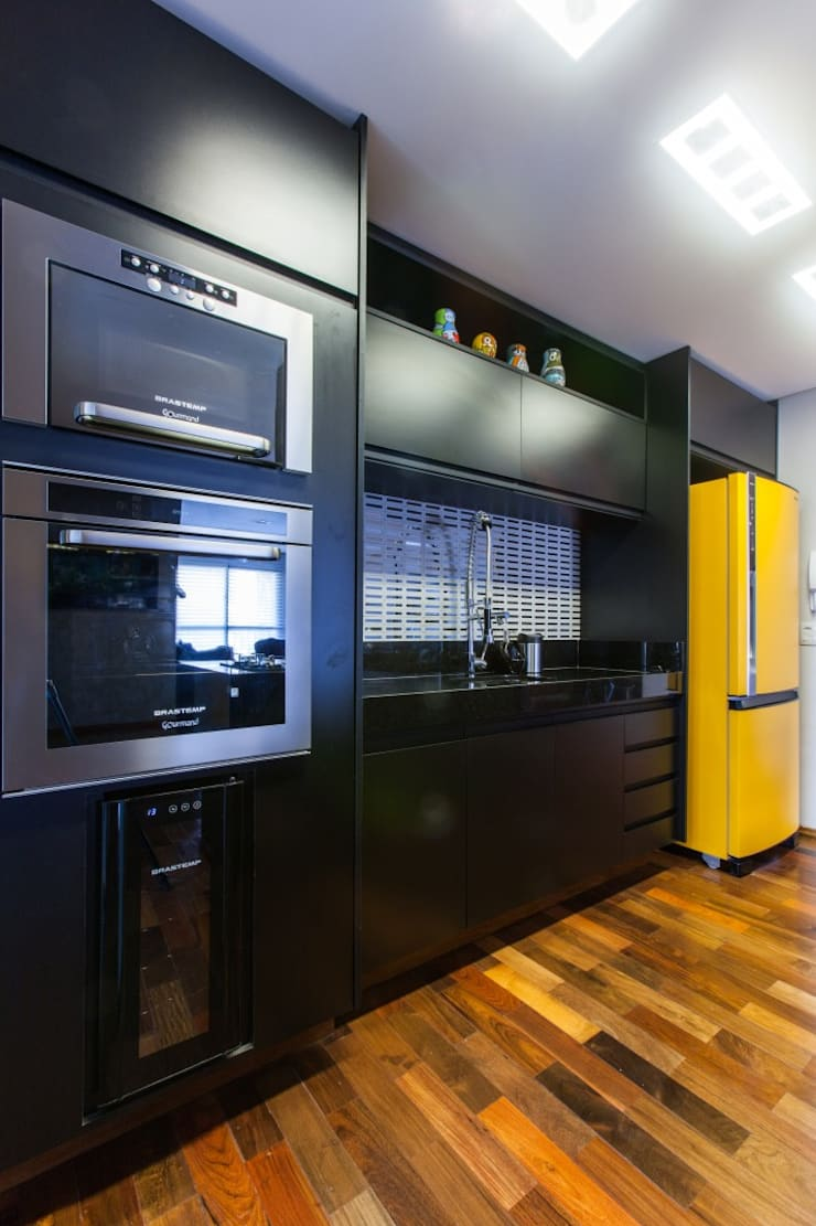 Kitchen by MC3 Arquitetura . Paisagismo . Interiores
