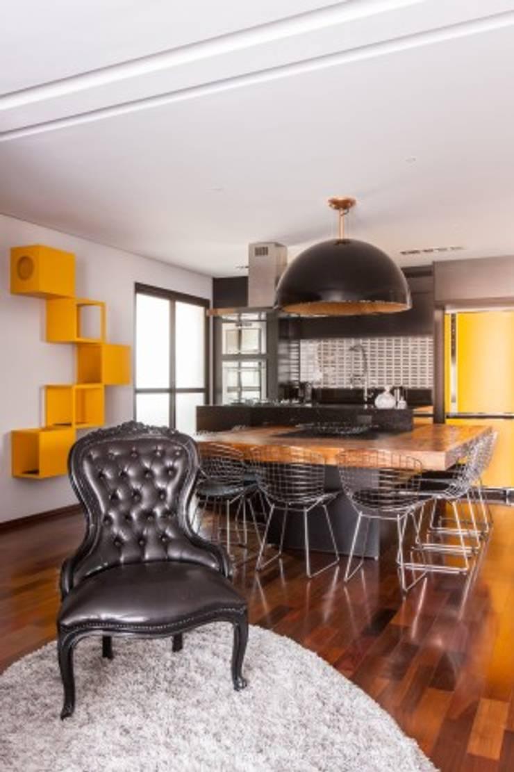 Dining room by MC3 Arquitetura . Paisagismo . Interiores