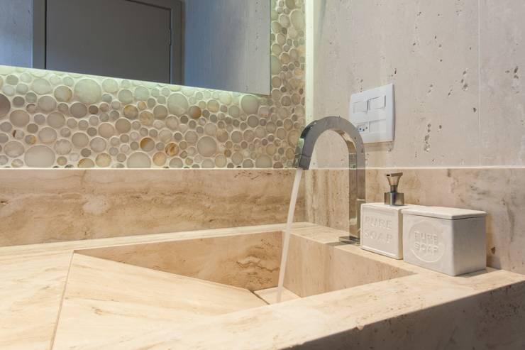 Baños de estilo  por MC3 Arquitetura . Paisagismo . Interiores