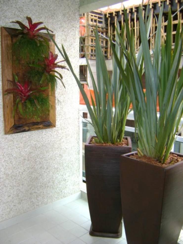 PAISAGISMO: VARANDAS BY MC3: Terraços  por MC3 Arquitetura . Paisagismo . Interiores