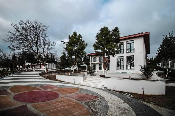 Pimodek Mimari Tasarım - Uygulama – KUMBURGAZ'DA VİLLA: kırsal tarz tarz Bahçe