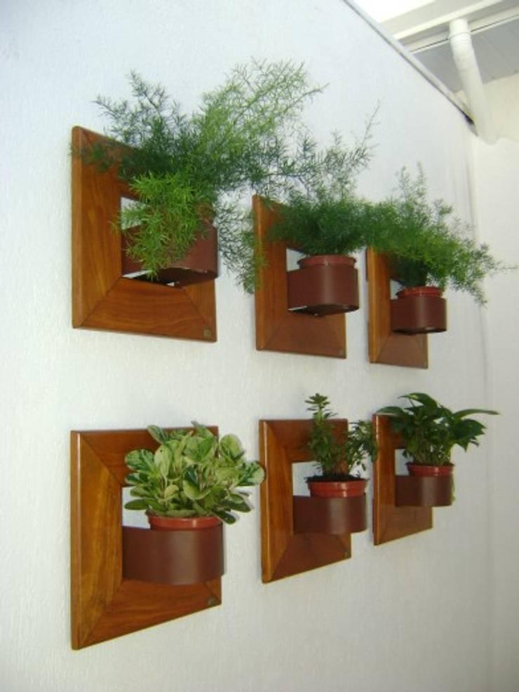 PAISAGISMO: JARDINS VERTICAIS BY MC3: Jardins modernos por MC3 Arquitetura . Paisagismo . Interiores