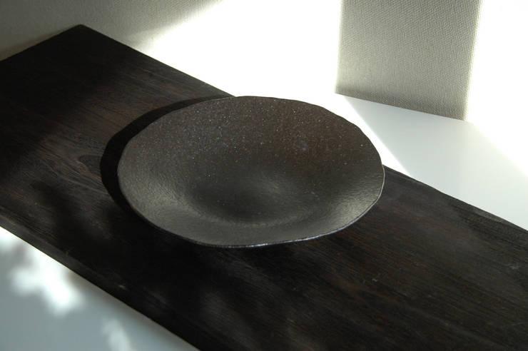 菓子器: ceramica yyttが手掛けたアートです。,