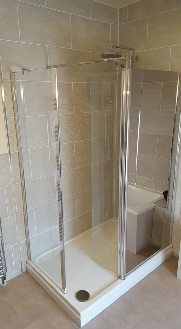 Cashmere bathroom, Llwydcoed, Aberdare Classic style bathroom by Hitchings & Thomas Ltd Classic