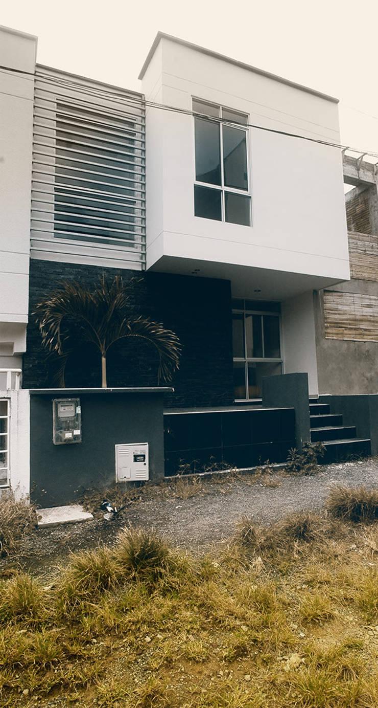 28 Townhouse.: Casas de estilo clásico por Oficina Suramericana De Arquitectura