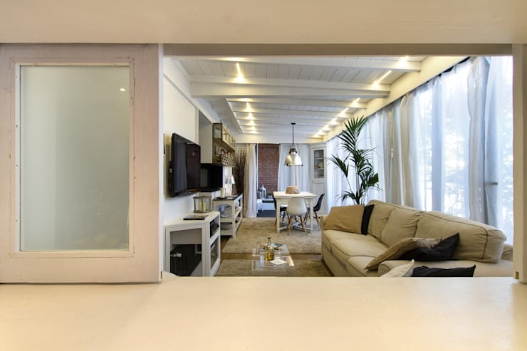 Appartamento modern country: Soggiorno in stile in stile Moderno di Fabio Carria