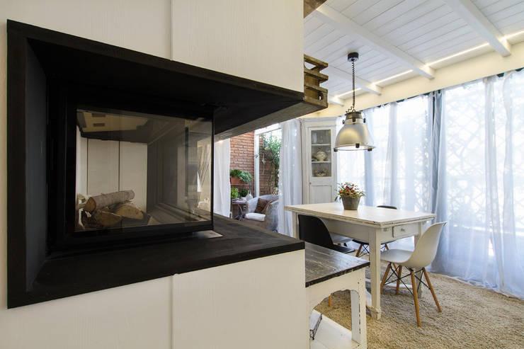 Appartamento modern country: Sala da pranzo in stile in stile Moderno di Fabio Carria