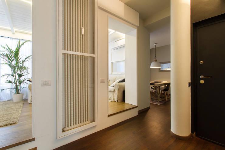Appartamento modern country: Ingresso & Corridoio in stile  di Fabio Carria