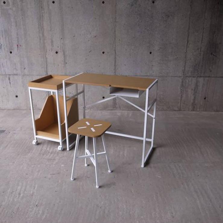 XS – Stool: abode Co., Ltd.が手掛けた勉強部屋/オフィスです。,