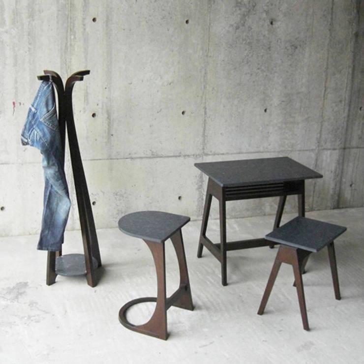 DENIM – Side Table: abode Co., Ltd.が手掛けたリビングルームです。