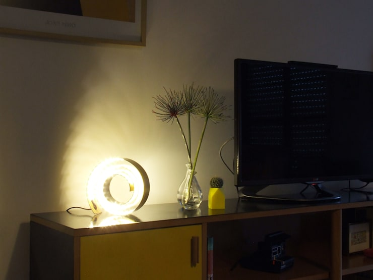 Living Room: Sala de estar  por HR Design Studio