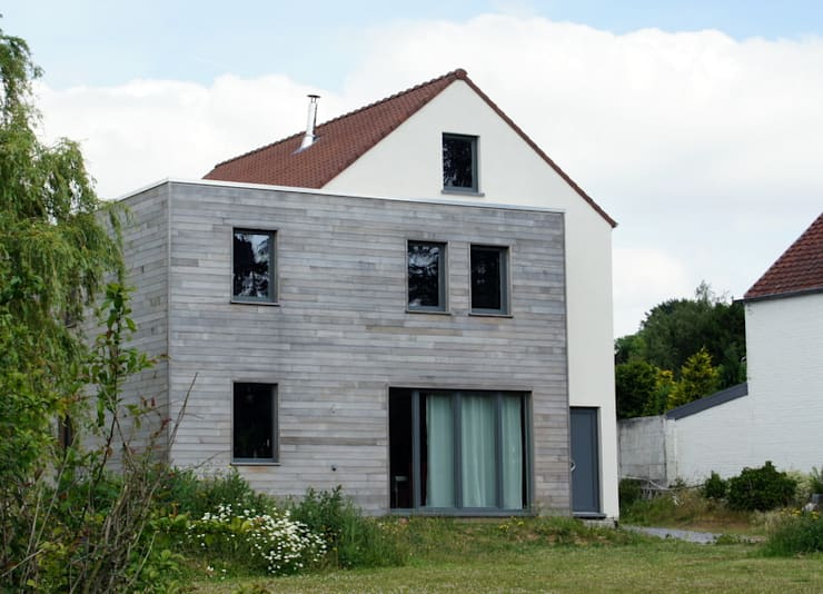 Façade avant, vue depuis l'allée d'accès: Maisons de style  par Bureau d'Architectes Desmedt Purnelle