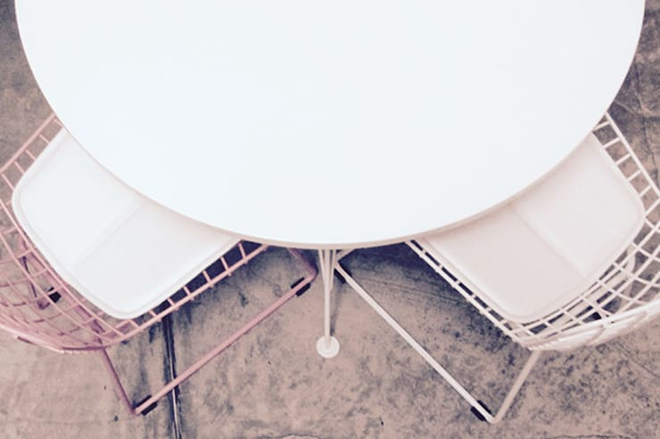 Mesa DKR-silla MiNi Bertoia:  de estilo  por TRIZZ,Moderno Hierro/Acero