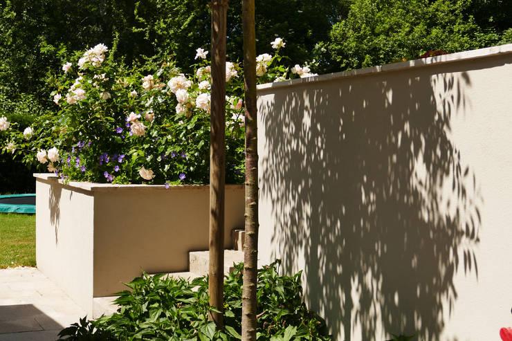 moderne Tuin door neuegaerten-gartenkunst
