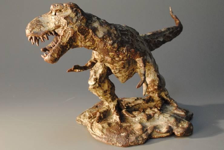 恐竜(大): 伊藤たかをが手掛けたアートです。,