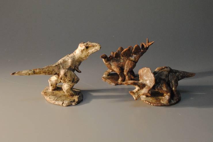 恐竜(小): 伊藤たかをが手掛けたアートです。,