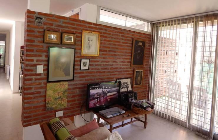 Casa Habiaga-Morel: Comedores de estilo  por punto2,Moderno
