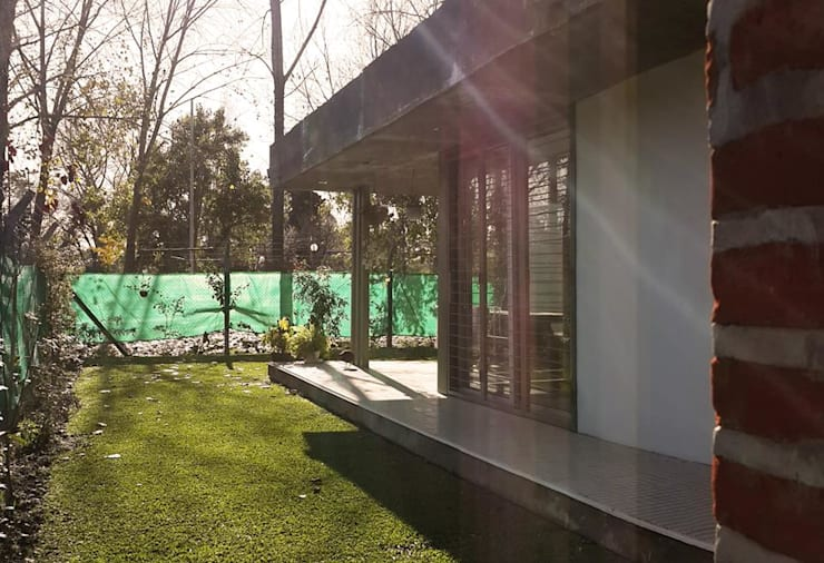 Casa Habiaga-Morel: Casas de estilo  por punto2,Moderno