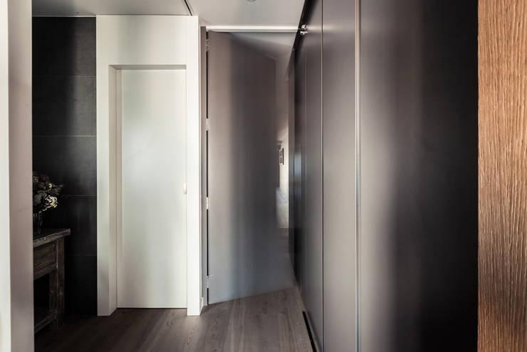 Corridor & hallway by Adela Cabré