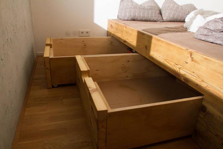 Projekty,  Sypialnia zaprojektowane przez BjørnKarlsson Furniture