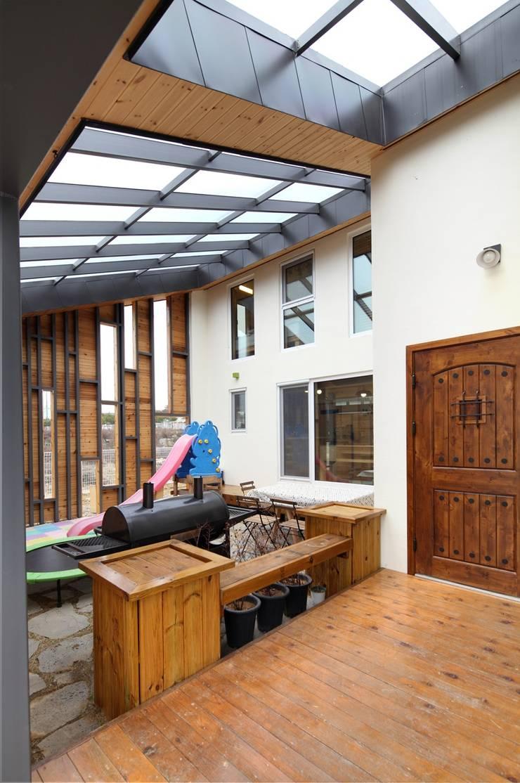 회현리 주택: 위드하임의  거실,모던
