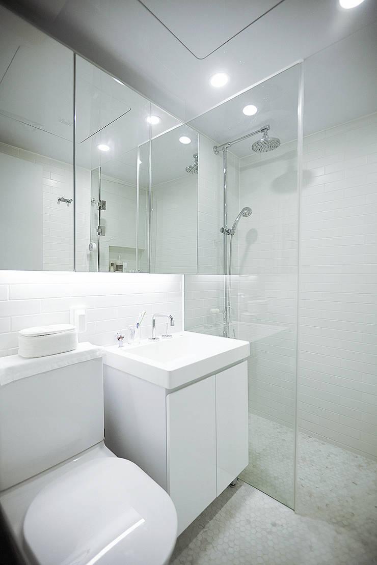 압구정 한양아파트: 샐러드보울 디자인 스튜디오의  욕실,북유럽