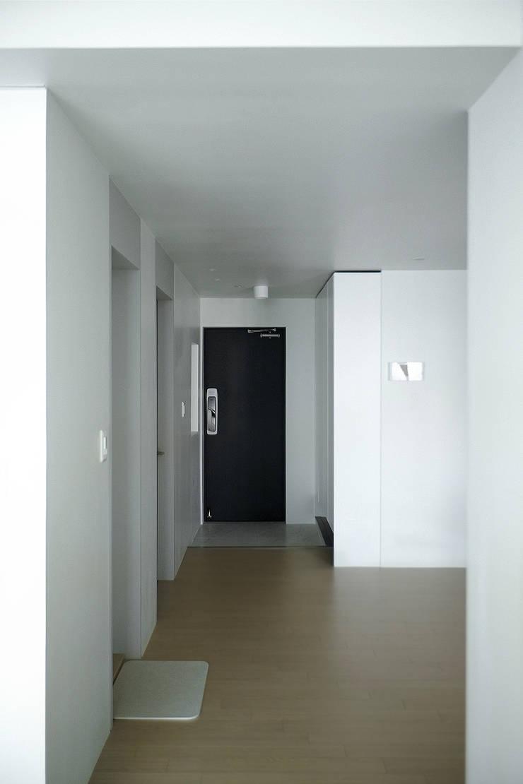 압구정 한양아파트: 샐러드보울 디자인 스튜디오의  거실,북유럽