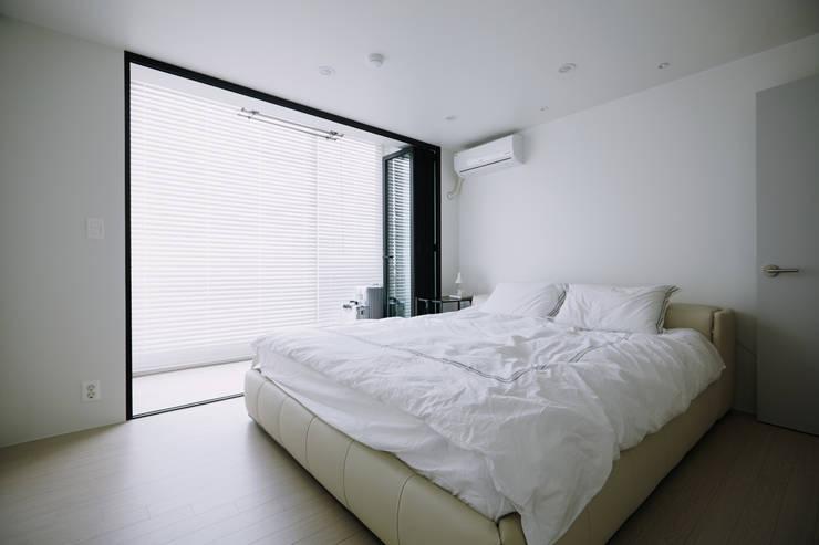 압구정 한양아파트: 샐러드보울 디자인 스튜디오의  침실