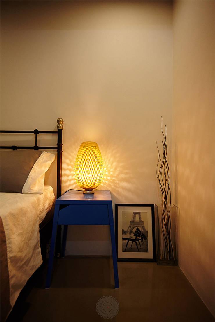 조명: 제이앤예림design의  침실