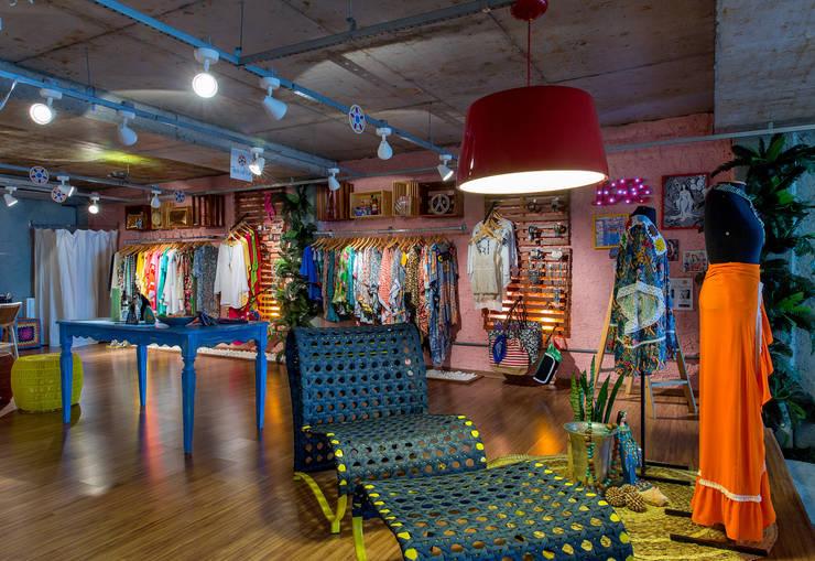 Loja PopUp de Verão: Lojas e imóveis comerciais  por Bruno Sgrillo Arquitetura