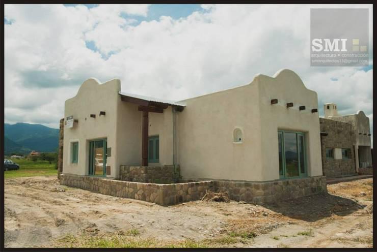 CHACRAS DE STA. MARIA- Salta: Casas de estilo  por SMI Arquitectura+Construcción