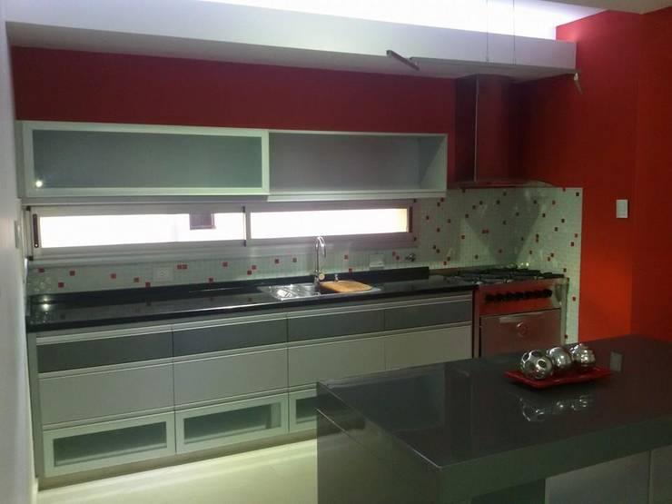 Kitchen by Fernando Galoppo - ARQUITECTURA, Modern