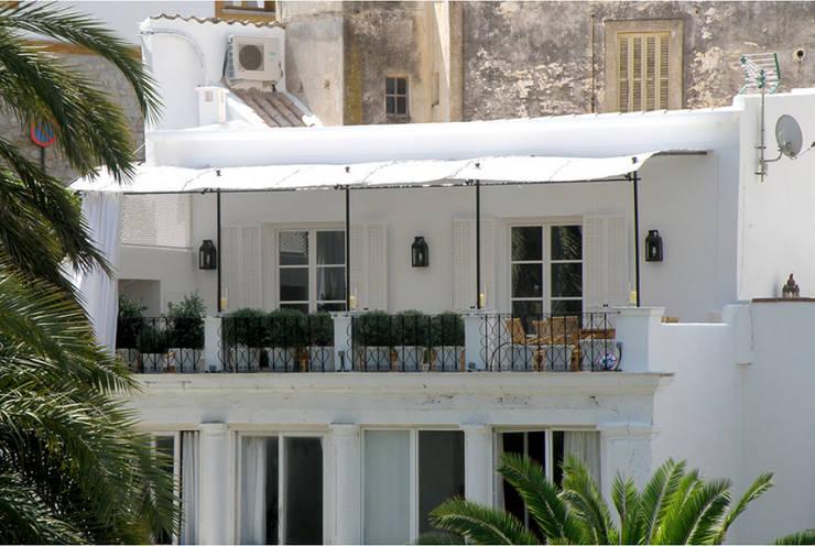 Casa Dalt Vila: Casas de estilo moderno de r.ex construcciones y reformas integrales sl
