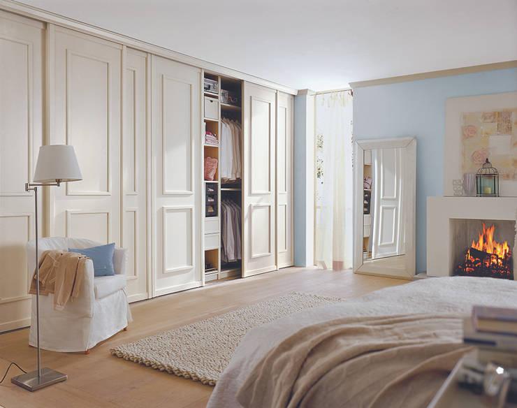 Dormitorios de estilo escandinavo por CABINET Schranksysteme AG