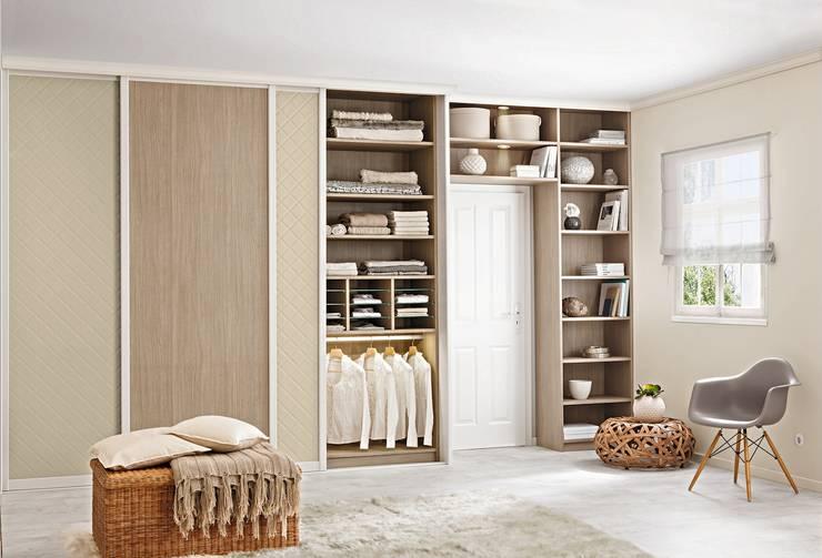 Camera da letto in stile in stile Moderno di CABINET Schranksysteme AG