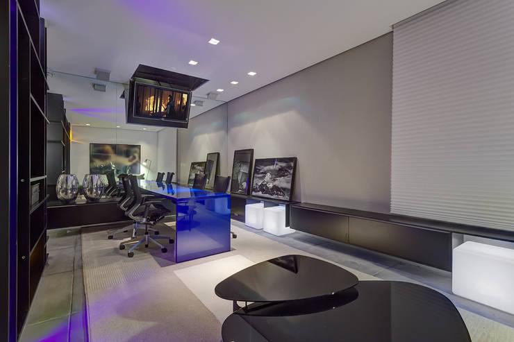 Casa Cor Minas 2012 | Home do Empresário: Edifícios comerciais  por Piacesi Arquitetos