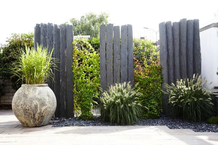 Jardín de estilo  por MM NATURSTEIN GMBH