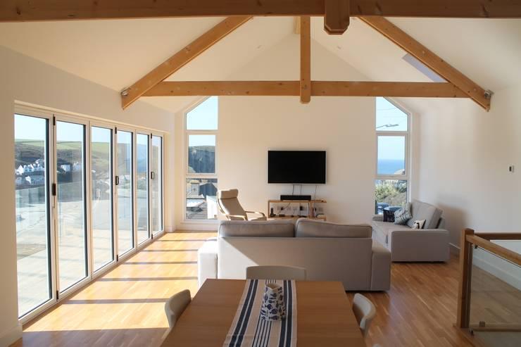 Upper house, Living Room: modern Living room by Rovano Architecture & Design Ltd