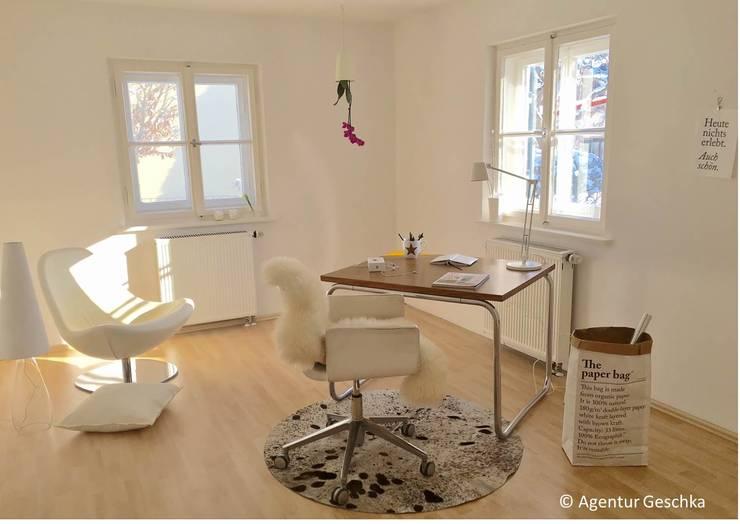 Münchner home staging Agentur GESCHKA의  서재 & 사무실