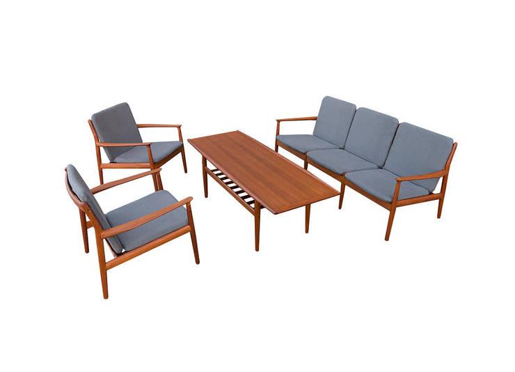 Duński zestaw projektu Grete Jalk: styl , w kategorii Salon zaprojektowany przez Simply Modern