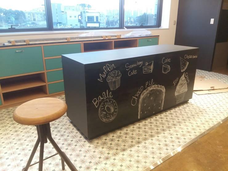 리틀그라운드 광주점 윈도우페인팅 및 초크아트: 몰핀아트의  다이닝 룸