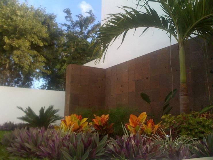 PEQUEÑOS RINCONES: Jardines de estilo  por EcoEntorno Paisajismo Urbano