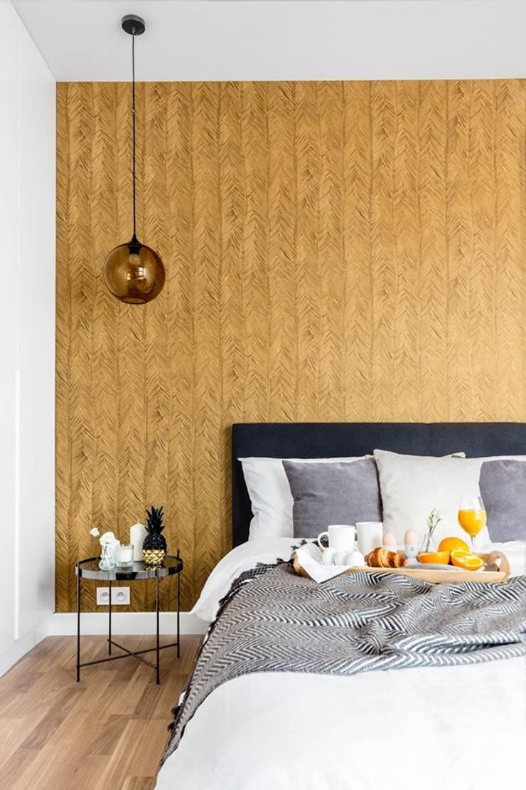 Zaskakujące połączenie stylów : styl , w kategorii Sypialnia zaprojektowany przez Decoroom,